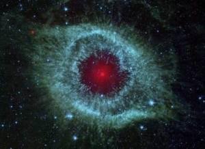 fotos nebulosa helix imagem infravermelha __ telescópio spacial spitzer capta colisão de cometas em torno de estrela,  foto reuters arquivo ybs